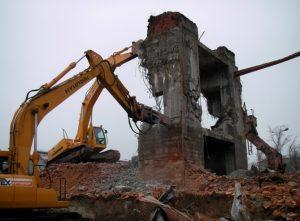 Демонтаж строений с погрузкой и вывозом строительного мусора