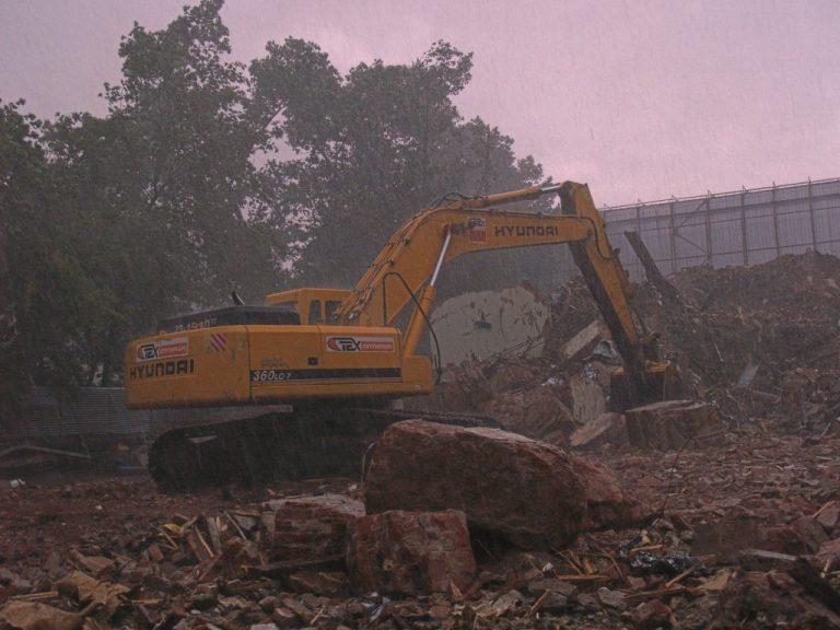 демонтаж строений и вывоз мусора