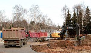 Компания Техоптимум-земляные работы. Самосвалы IVECO TRAKKER AD380 компании Техоптимум. Разработка котлована и вывоз грунта.